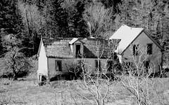 Maison avec ralonge / House and extension (deplour) Tags: maisons rural county house ferme farm nb bw