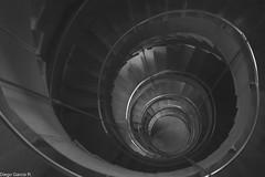 Yo al bucle de tu olvido... (garciadiego769) Tags: garciadiego769 nikon d5200 35mm 18 f18 glasgow architecture england uk stairs blackandwhite bw bn noise escaleras arquitectura europe europa feel art artistic scotland escocia