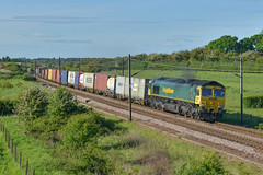 66565 At Bridge 33 (Richard Croft136) Tags: class 66 railway railways colton junction york cml train trains freight container intermodal steel freightliner ews