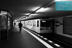 Potsdamer Platz, distrito Tiergarten (Berlín - Alemania) (jsg²) Tags: berlin berlín deutschland alemania jsg2 fotografíasjohnnygomes johnnygomes fotosjsg2 unióneuropea europa europe ue europeanunion postalesdelmusiú germany federalrepublicofgermany bundesrepublikdeutschland ubahn untergrundbahn berlinerverkehrsbetriebe bvg ubahnberlin metro ferrocarrilmetropolitano rapidtransit heavyrail subway tube underground potsdamerplatz bezirkmitte berlintiergarten tiergarten berlinale