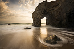 The Arch (Tony N.) Tags: france bretagne morbihan quiberon portblanc arche arch beach plage rocher rock waves vagues éléphant elephant sunset coucherdesoleil sky ciel nuages clouds ocean mer sea d810 vanguard nd64 nikon