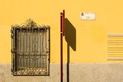 Calle el Sol (Jan van der Wolf) Tags: map16758v yellow sign verkeersbord trafficsign wall streetname straatnaambord geel window tralie shadow schaduw shadowplay facade gevel grancanaria sol grid traliewerk aguïmes composition red redrule rood