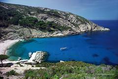 Isola di Montecristo, solo in 100 la possono visitare. (Cudriec) Tags: isoladimontecristo isole mare mediterraneo toscana viaggi