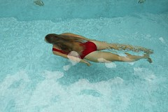 208 (boeddhaken) Tags: diving underwaterswimming underwater redswimsuit redbathingsuite bathingsuite swimsuit bathinghouse hotbody beautifulbody sexybody perfectbody pool swimmingpool