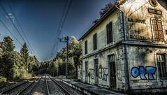 Prochain arrêt (Fred&rique) Tags: lumixfz1000 photoshop raw hdr gare désaffectée abandonnée forêt joux jura rails ligne train quai graffitis maison