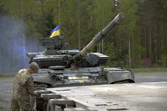 T-64 Tank Transport_4637 (7th Army Training Command) Tags: 21sttheatersustainmentcommand ukrainearmy t64tanks combinedresolve strongeuropetankchallenge britisharmy oshkosh1070ftanktransporters grafenwoehrtrainingarea