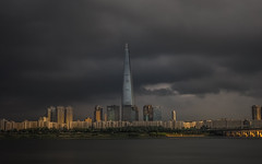 Stormy Lotte World Tower (Deibertography) Tags: lwt lotteworldtower seoul southkorea city cloudy dramatic sky skyscraper stormy urban weather
