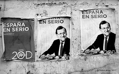 España en serio (Landahlauts) Tags: albuñuelas albunuelas andalousie andalouzia andalucía andalucia andalusia andalusie andalusien andalusiya andaluzia andaluzio andaluzja asociacioncriminal burnielas comarcadelvalledelecrin corrupcion distritodelacañadeazucar endulus fujifilmfujinonxc1650mmf3556oisii fujifilmxa2 fujinonxc1650mmf3556oisii iqlimalqasb iqlimgarnata lecrinvalley marianorajoy partidopopular pp publicidadelectoral tahadevaldelecrin thevalleyofhappiness valledelaalegría valledelaalegria valledelecrín bandacriminal lasalbuñuelas localidaddealbuñuelas puebloandaluz