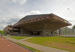 Delft - Techische Universiteit - Aula (grotevriendelijkereus) Tags: delft netherlands holland nederland stad city town plaats building architecture architectuur modern university school universiteit technische technical gebouw