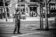 The Clown (Mario Rasso) Tags: barcelona spain españa espanha street streetphotography clown urban urbano mariorasso nikon nikond810 blackandwhite blancoynegro blackwhite