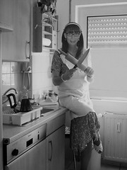 back and white 01 (cdhousewife) Tags: crossdresser transvestit housewife housework hausfrau hausarbeit kitchen küche schürze apron