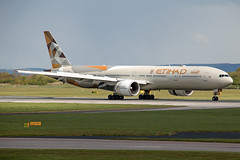 A6-ETC Etihad Airways 777-300 (Centreline Photography) Tags: airport runway plane planes aeroplane aircraft planespotting canon aviation flug flughafen airliner airliners spotting spotters airplanes airplane flight manchester manchesterairport egcc man ringway rvp runway05r centrelinephotography chrishall aviationphotography
