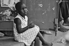 16-09-24 Uganda-Rwanda (172) Murchinson R01 BN (Nikobo3) Tags: áfrica uganda parquenacionaldecataratasmurchinson murchisonfallsnationalpark people gentes portraits retratos bn bw children travel viajes nikon nikond800 d800 nikon7020028vrii nikobo joségarcíacobo flickrtravelaward ngc sit sitting seated