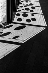 Sticker shadows (Rnout) Tags: usa sanfrancisco deyoung bw