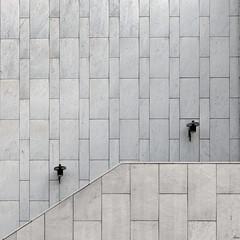 wall (TeRo.A) Tags: helsinki arkkitehtuuri alvaraalto filandiahall architecture minimal wall seinä portaikko valaisin ligth marble marmori