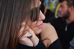 Ti ascolto - I listen to you. (sinetempore) Tags: tiascolto ilistentoyou ritratto portrait volto viso face donna woman ragazza girl profilo profile occhialidasole sunglasses