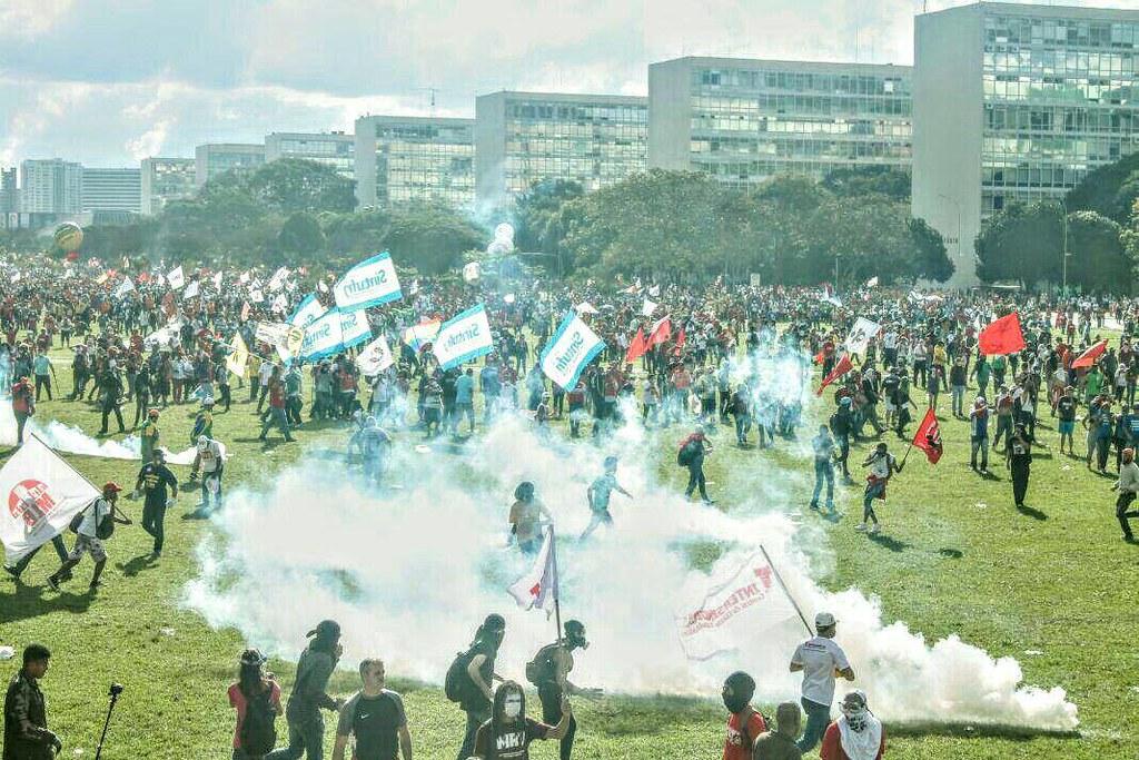 Cavalaria da PM ataca manifestantes em Brasília TV GGN