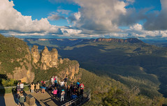 Three Sisters (Anthony Kernich Photo) Tags: nsw australia bluemountains katoomba threesisters mountain park rock formation icon famous pano panoramic view lookout echopoint sydney stunning amazing beautiful trees rocks sky panorama olympusem10 olympus olympusomd photography leura newsouthwales travel green landscape rayleighscattering natural nature breathtaking best flickrheroes flickr nationalpark