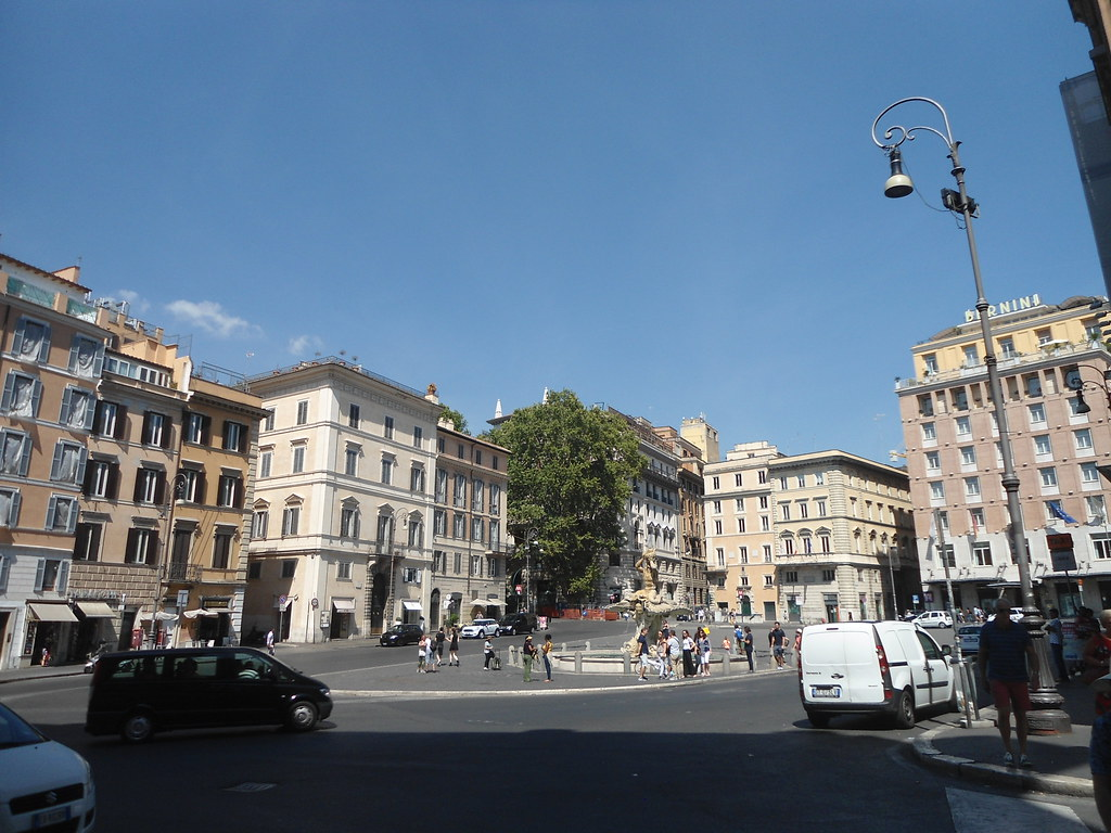 The world 39 s best photos of fontanadeltritone and rome for The beehive rome