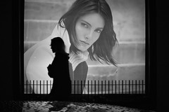 (Claudio Blanc) Tags: streetcandid street streetphotography silhouette silhoutte silueta fotografianocturna fotografiacallejera buenosaires bw bn blackandwhite blancoynegro argentina rain lluvia night noche nocturna
