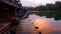 Early morning (SLpixeLS) Tags: asia asie thailand thaïlande khao sok lake lac landscape paysage national park parc raft house hutte resort bamboo bambou morning matin sunrise leverdesoleil reflexion reflet