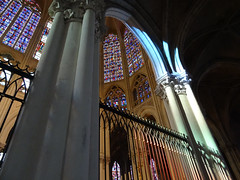 Point de vue métaphysique (François Tomasi) Tags: cathédrale yahoo google flickr françoistomasi tours touraine indreetloire villedetours colors color couleurs couleur france europe pointdevue pov pointofview lights light lumières lumière reflex nikon composition angle windows photo photography photographie photoshop mai 2017