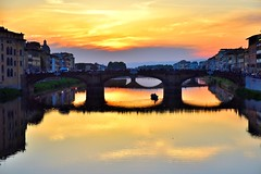 ATARDECER EN FLORENCIA (ala_j22) Tags: arno firenze florencia italia barco atardecer sunset ocaso reflejos