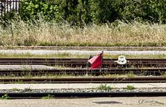 Bandiera rossa (Giacomo Pasca) Tags: ferrovia binari scambi rosso bandiera rotaie railroad red flag