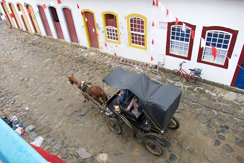 brazil-paraty-horse-and-carriage-copyright-pura-aventura-thomas-power