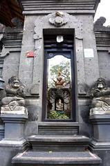 Hindu Temple (MelindaChan ^..^) Tags: bali indonesia 印尼 巴里島 temple indian chanmelmel mel melinda melindachan heritage culture religion life worship building architecture people
