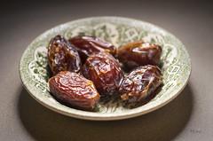 Medjool Dates (*monz*) Tags: medjool dates kajoor ramadhan ramadan fruits palm nikon df 55mmf28 monz