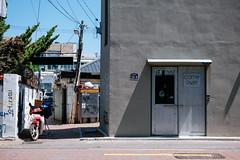 DSCF4715-9 (jryoon2) Tags: fuji fujifilm 후지 photo photography 27mm camera korea corea coree bus tree sky bird door bike building 한국 후지필름 사진 포토 대구 새 날씨 맑은 구름 cloud