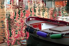 Un mare di riflessi (meghimeg) Tags: 2017 santamargherita mare sea barca boat riflessi reflex palazzi building acqua water colori colors