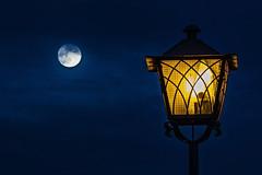 Luna y farola (Ignacio M. Jiménez) Tags: cotrina luna moon farola farol streetlamp azul blue luz light ignaciomjiménez ubeda andalucia andalusia jaen españa spain wow