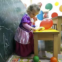 2017.02.10 (maximorgana) Tags: drawing board greenboard blackboard ball colorific colorinchi hakuna matata maria princess mm costume