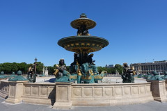 Fontaine des Mers @ Place de la Concorde @ Paris (*_*) Tags: paris france europe city spring may sunny hot 2017 printemps placedelaconcorde fontainedesmers fountain gods sea