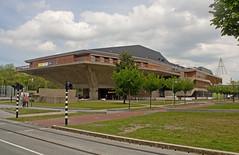 Delft - Techische Universiteit - Aula (grotevriendelijkereus) Tags: delft netherlands holland nederland stad city town plaats building architecture architectuur modern university school universiteit technische technical gebouw brutalism brutalisme