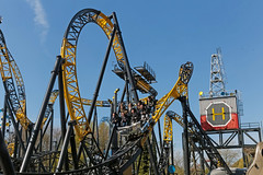 Lost Gravity - Walibi Holland (Netherlands) (Meteorry) Tags: europe nederland netherlands holland paysbas flevoland biddinghuizen walibi walibiholland walibiflevo themepark park parc parcdattractions fun lostgravity rollercoaster montagnerusse achtbaan bigdipper mackrides yellow black tracks april 2017 meteorry