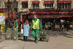 Place de la Bastille - Paris (France) (Meteorry) Tags: europe france idf îledefrance paris parispeople candid street rue streetscene bastille placedelabastille square place propreté parisien homme guy man balayeur sweeper streetsweeper green vert lebastille café bar april 2017 meteorry