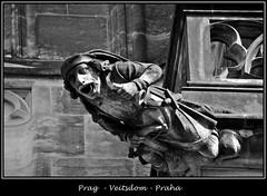 Gargoyles - 18 (fotomänni) Tags: prag praha prague veitsdom gargoyles wasserspeier steinfiguren skulpturen skulptur sculpture kunst schwarzweis blackwhite noirblanc gargouille manfredweis