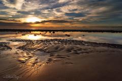 Morgengold / Morninggold (Claudia Bacher Photography) Tags: grancanaria spanien sonnenaufgang sunrise strand beach wasser water sand sonne sun himmel heaven wolken clouds sonya7r landschaft landscape outdoor sea meer