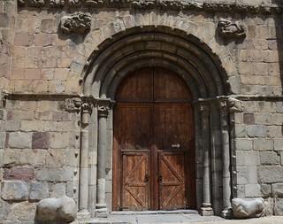 Porta central façana de ponent, Catedral de Santa Maria de la Seu d'Urgell, Segle XII, Art Romànic.