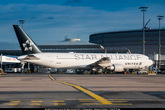 """CDG.2015 # UA - B763 N653UA """"Star Alliance"""" awp (CHR / AeroWorldpictures Team) Tags: united airlines boeing 767322erwl cn 25391 460 engines 2x pw pw4060 reg n653ua fleet number 6453 painted staralliance special colours history aircraft first flight built site everett pae wa usa delivered unitedairlines ua ual config cabin f6c26w71y80 reconfigured c30w49y135 b767 b767300 b763 planes aircrafts planespotting paris cdg lfpg france airways nikon d300s zoomlenses nikkor 18135 raw awp lightroom 2015 gate stand terminal1"""