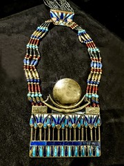 Necklace with moon pectoral from King Tutankhamun's tomb New Kingdom 18th Dynasty 1332-1323 BCE (mharrsch) Tags: necklace jewelry gold kingtutankhamun tomb burial funerary newkingdom 18thdynasty 14thcenturybce egypt ancient pharaoh ruler monarch king discoveryofkingtut exhibit newyork mharrsch premierexhibits