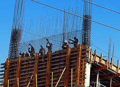 Gentrificación (marthahari) Tags: ciudaddeméxico df distritofederal arquitectura airelibre trabajadores albañil architecture workers builder exterior street