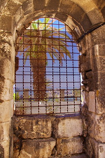 82 - Split, Croatie, Mai 2017 - à travers le mur d'enceinte