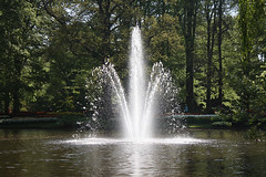 Fountain (misseka) Tags: keukenhof thenetherlands netherlands lisse fountain pond