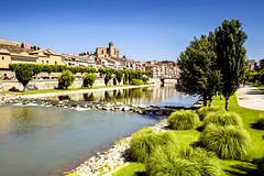 Balaguer sobre el Segre (Fernando Two Two) Tags: balaguer segre rio riu river fiume panorama view landscape spain españa cataluña catalonia catalunya parque park ribera