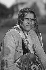 la mujer de los templos (mmipiornal) Tags: khajuraho india templos blancoynegro etnografía etnografíavisual retratoenblancoynegro portrait black white blackandwhiteportrait antropologíavisual antropología anthropology