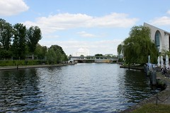 Die Spree am Kanzleramt (1) (lt_paris) Tags: berlin grünerhauptwegnr19 grünehauptwege spree flus kanzleramt